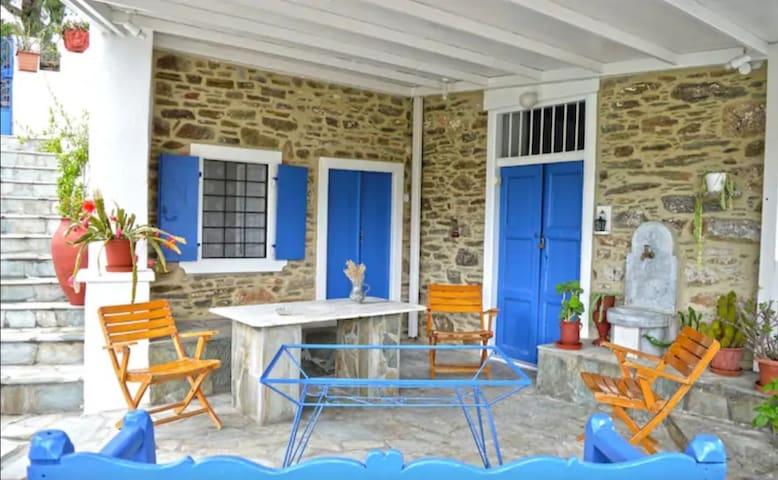 Small Paradise House - Ένας Μικρός Παράδεισος
