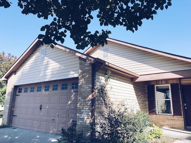 Updated House Near Klipsh(Ruoff) Music Center