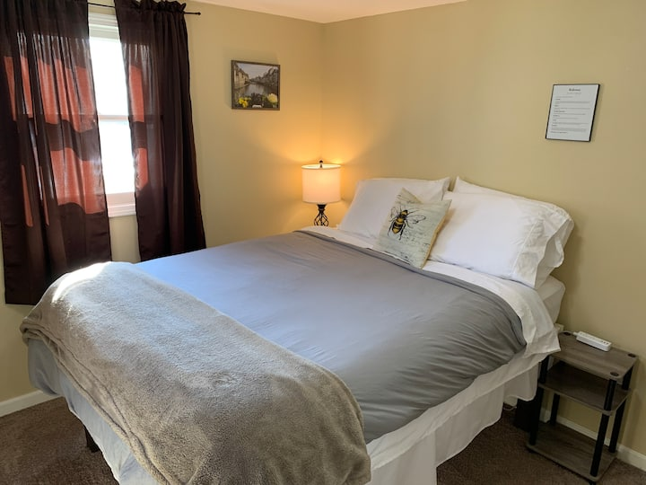 Super Clean Queen near AggieVille, KSU & More!