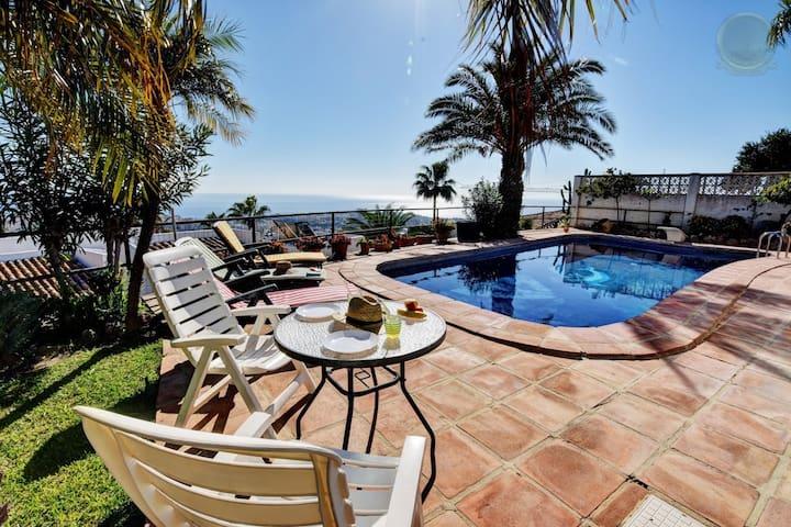 4 b. villa with pool & sea views in Benalmadena - Benalmádena - Hus