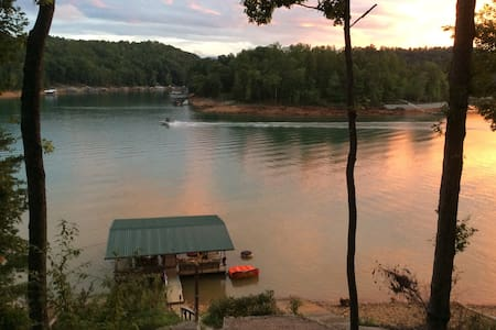 Lake House on Norris Lake - LaFollette