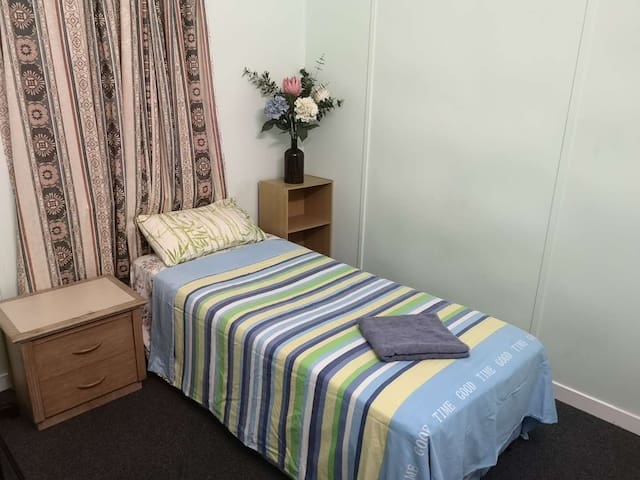 Comfortable Single Room Close to City