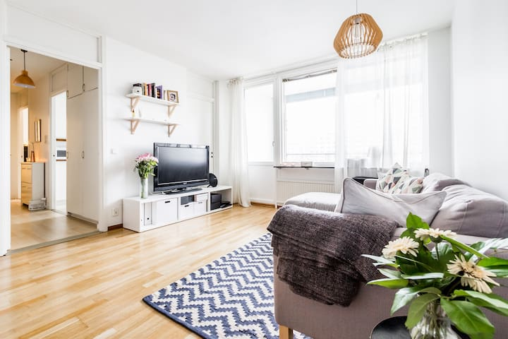 Light, roomy and open 2R apartment in Solna!