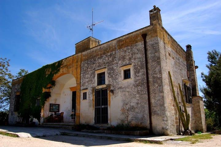 Casa colonica tipica nella campagna salentina