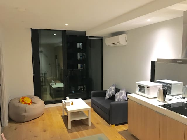 Deluxe 2BR Apartment in Melb's CBD Free Tram Zone - Melbourne - Apartment