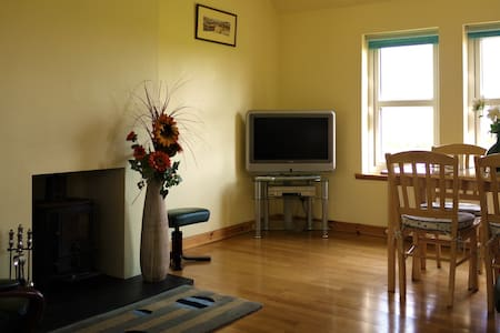 Comfortable cottage on picturesque family farm. - Fyvie
