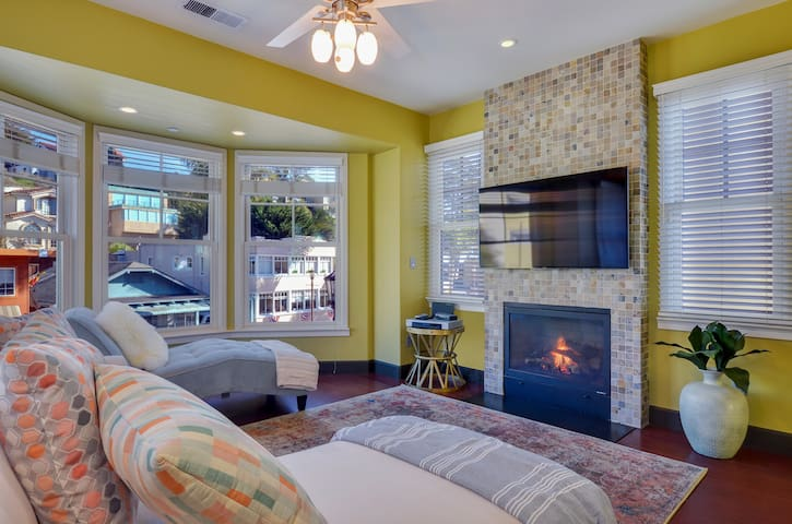 Vista Mare. Luxurious townhouse one block from the sand of Capitola Beach!""