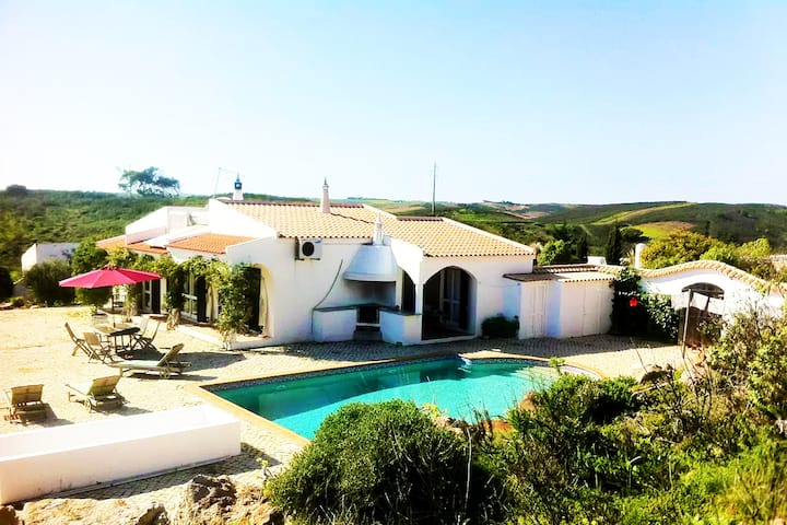 Great villa with private pool close to beaches