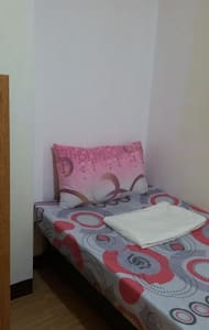 12A-Rm4   SINGLE ROOM   EDSA-GMA MRT WiFi FAN-ONLY - Quezon City