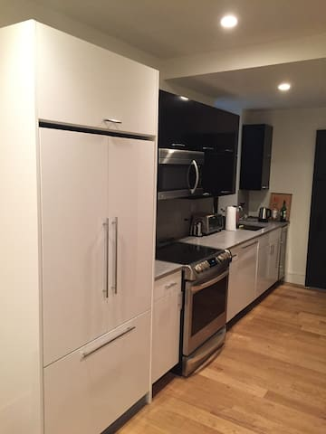 Huge Private Room in Brand New Gramercy Park Apt - New York - Wohnung