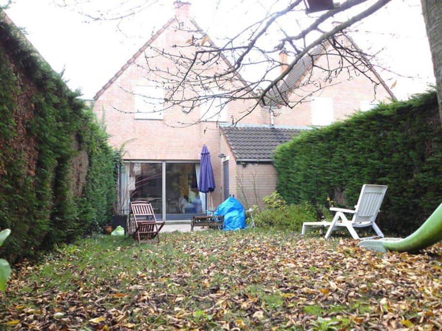 Jolie et confortable chambre double dans maison maisons for Piscine wasquehal