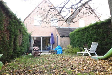 jolie et confortable chambre double dans maison - Wasquehal - House