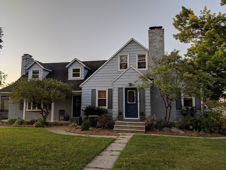 Comfy Cape Cod - 2 rooms up to 4 people