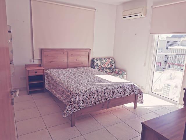 Cozy Quite one bedroom apartment near University