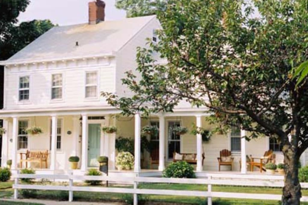 Top rated inn in the heart of greenport ny boutique for Top rated boutiques