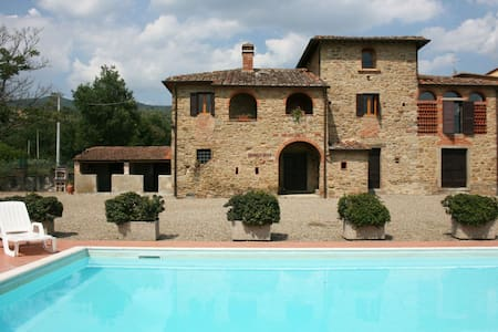 Il Pasqualino, sleeps 8 guests in Arezzo - Ареццо