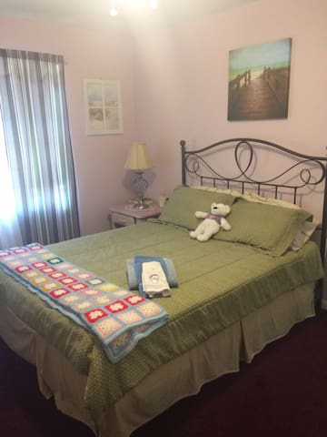 Comfy private room3 for short/overnight stays!