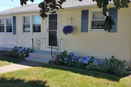 Narragansett / Point Judith Retreat - Narragansett - House