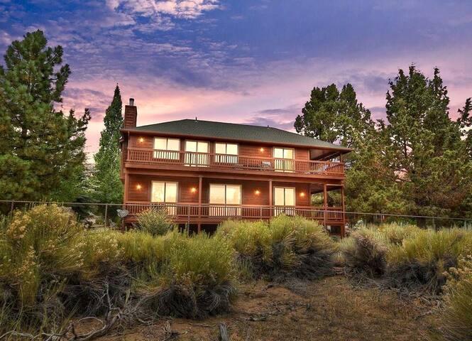 Lakeside Bliss: Hottub, Sauna, Lakeside View!