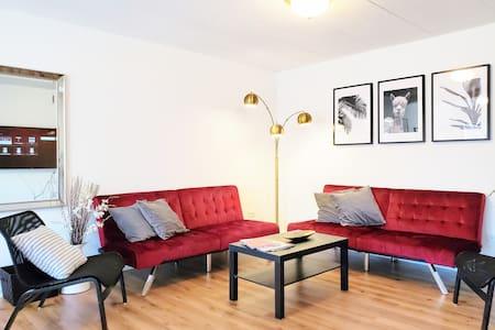 Oasis 3 #3B - 3 Bedroom Condo - McCormick Place