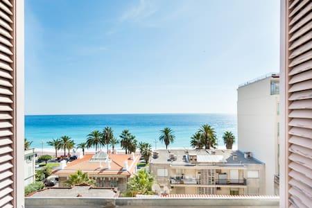 Calme et sympathique appartement face à la mer Promenade des Anglais