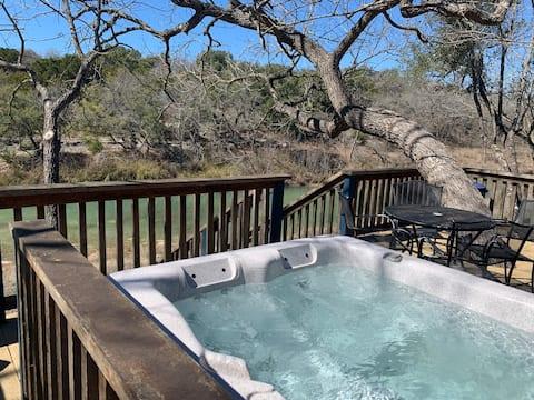 Crazy Horse Cabin | Kayak | Hot Tub | Bandera