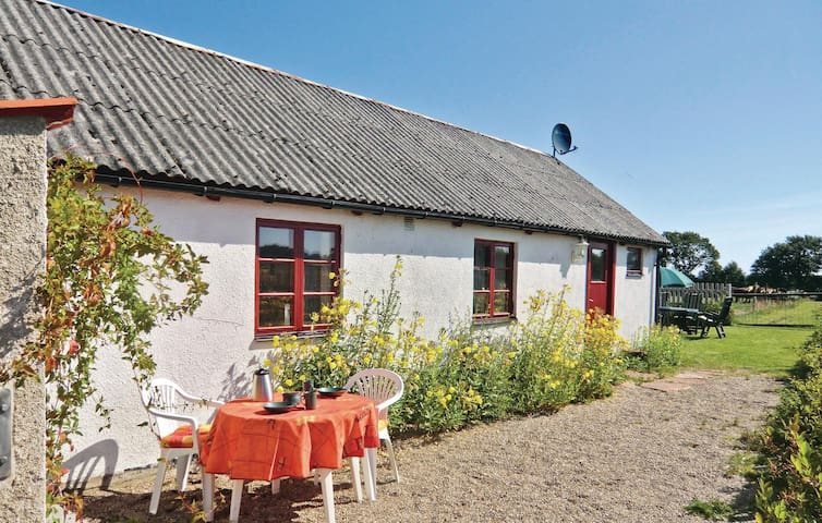 Former farm house with 1 bedroom on 60m² in Blentarp