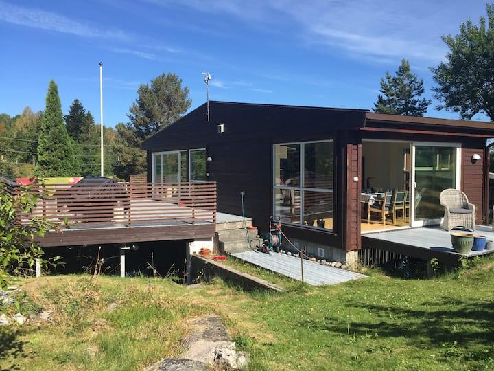 Lyst, moderne hus på Hisøy. Arendalsuka