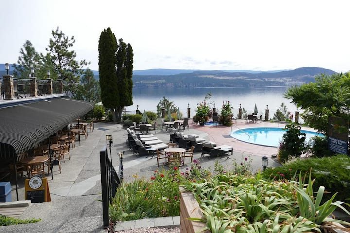 Private Lakefront Resort Suite-New Listing