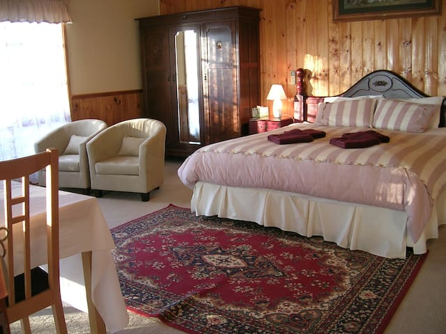 Celestine House B&B - Phoenix Suite