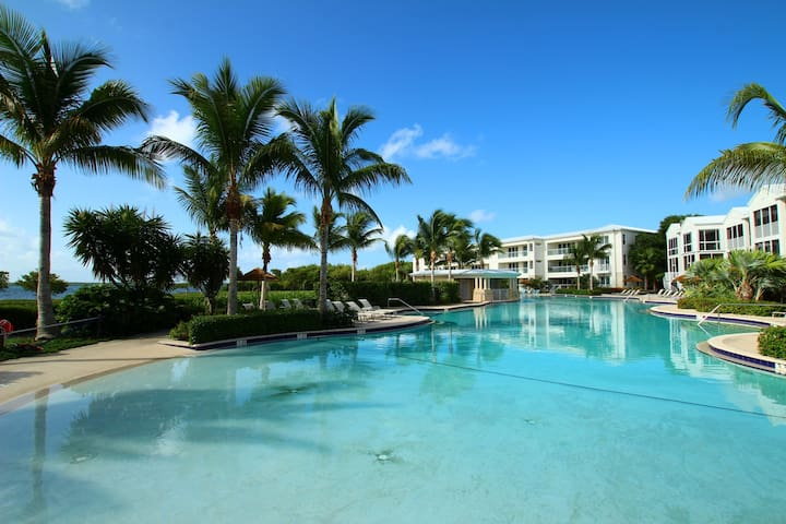 Luxury Ocean Front 3 Bedroom Condo - MARINERS CLUB