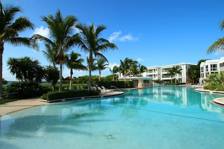 Luxury Ocean Front 3 Bedroom Condo - MARINERS CLUB