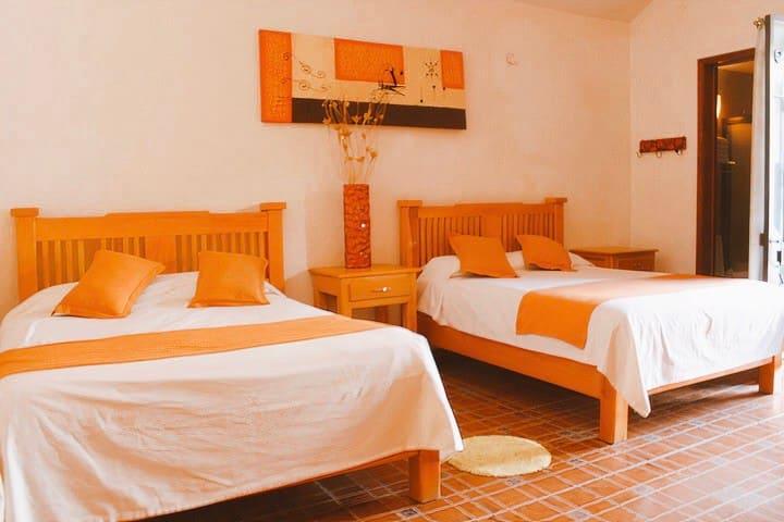 Habitación de Hotel para 8 en corazón de Tequis