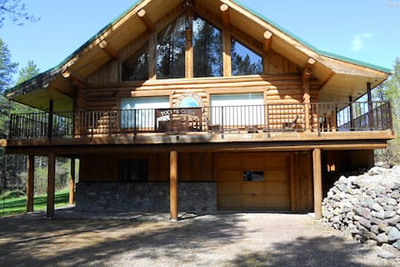 The Tucker Lodge - 2.5 miles from Glacier Park - West Glacier