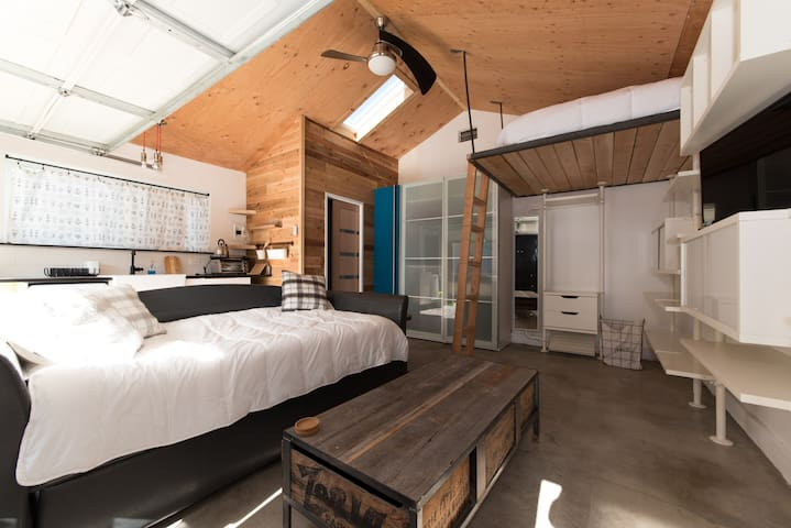 Rustic Studio Loft Backhouse