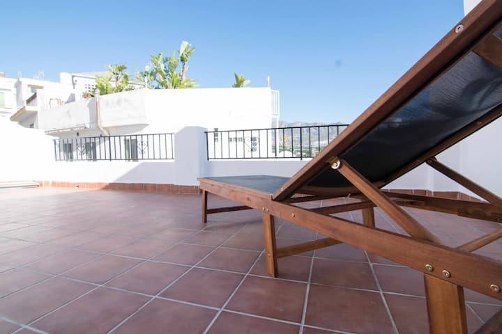 Casa con terraza y patio privado en el casco antiguo de Salobreña