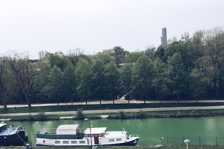 Studio au centre de Reims au bord de la rivière