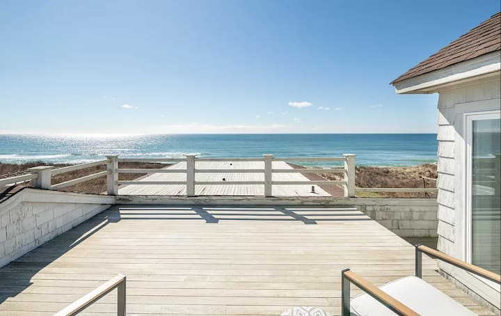 Oceanfront Luxury Home Perfect for Getaway