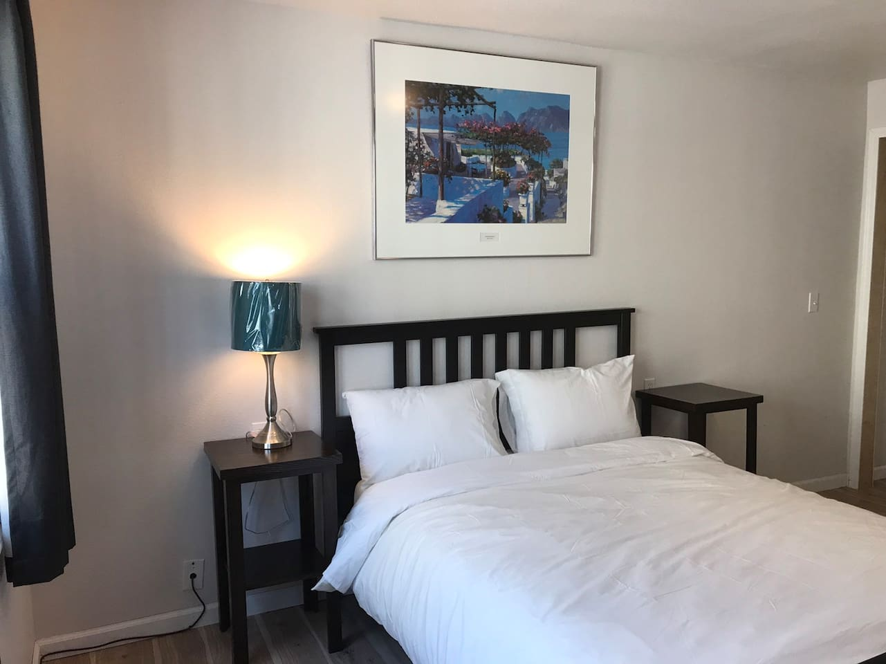 Queen size bed  Cable TV and WiFi provided FREE Parking is available
