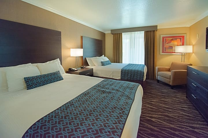 Hotel Tempe InnSuites Executive Queen Suite