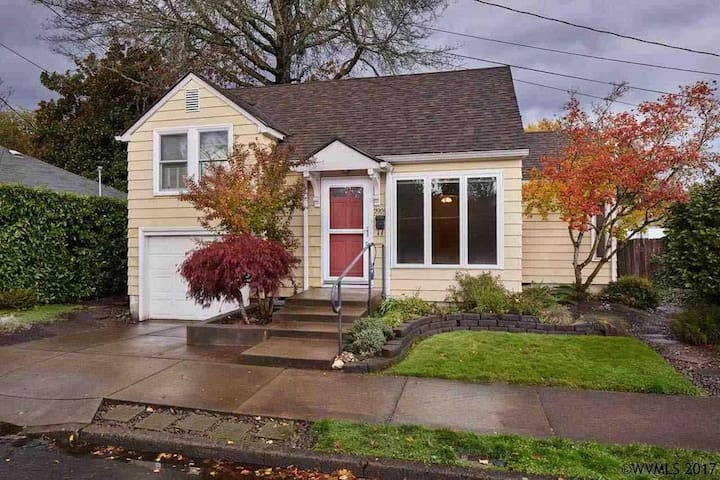 Private, comfy 3 bedroom house. Walk to campus!