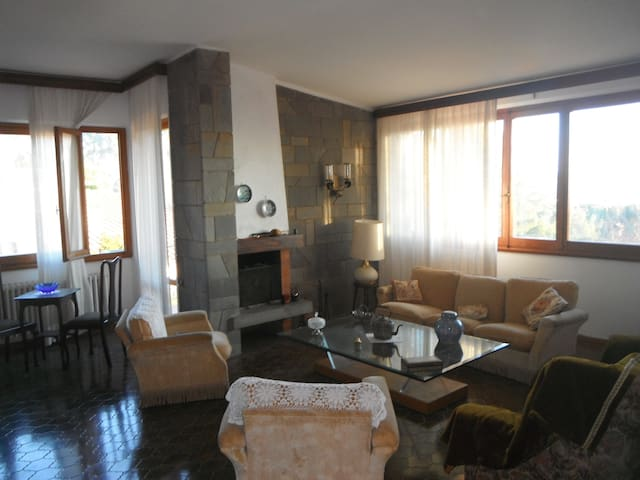 Villa in collina, 10min da The Mall - Reggello - Leilighet