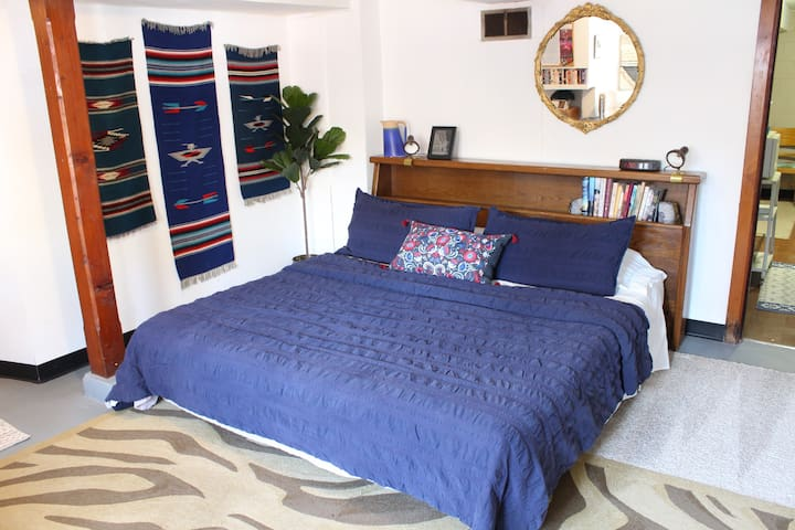 Cozy and Private Andersonville Retro Studio