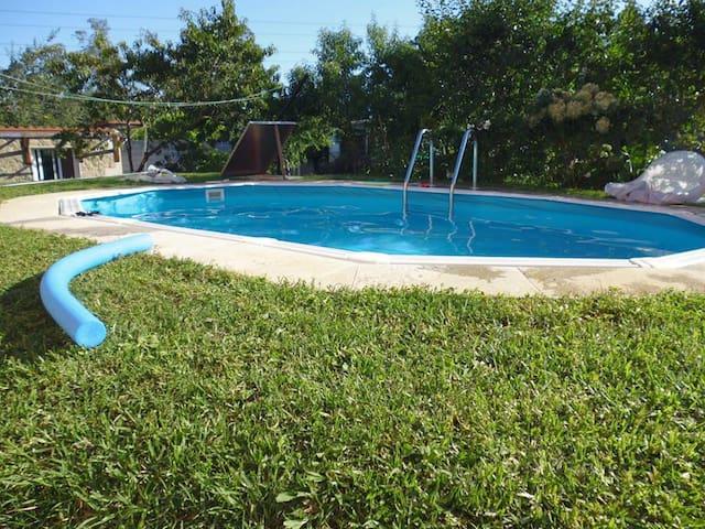 Casita independiente en Vigo con piscina y jardín - Vigo - Haus