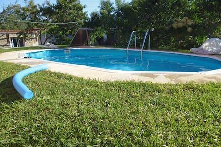 Casita independiente en Vigo con piscina y jardín - ビーゴ