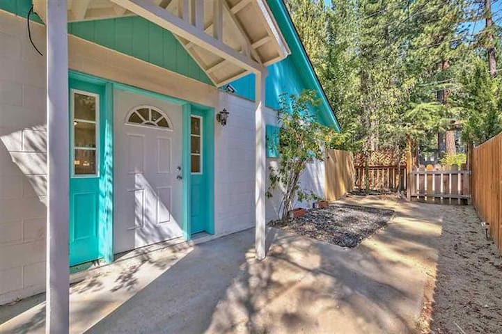 Kings Beach Getaway, 1B/1B, w/shared yard (#2)