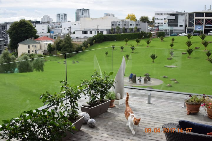 Basque in the Purrfect Location - Uptown Precinct - Auckland - Reihenhaus