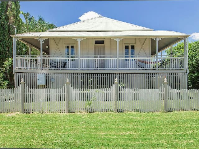 Beautiful 100 year old Queenslander - Ipswich - Huis