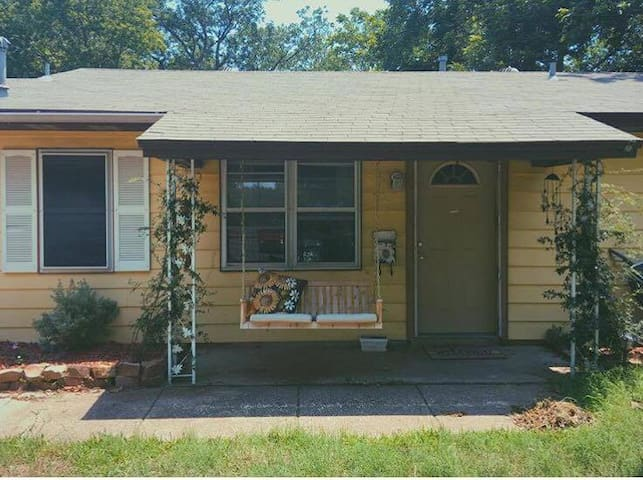 Cozy Home near Ft. Worth, Dallas, and airport