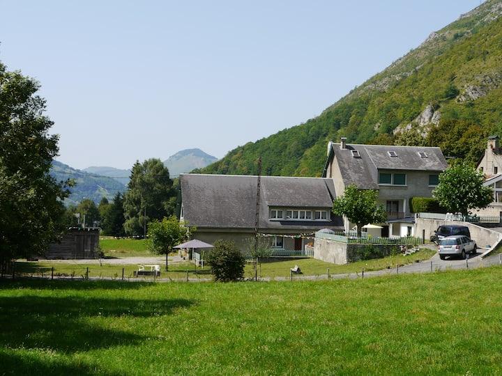 Group Accommodation sleeps 27 - Haute Pyrenees